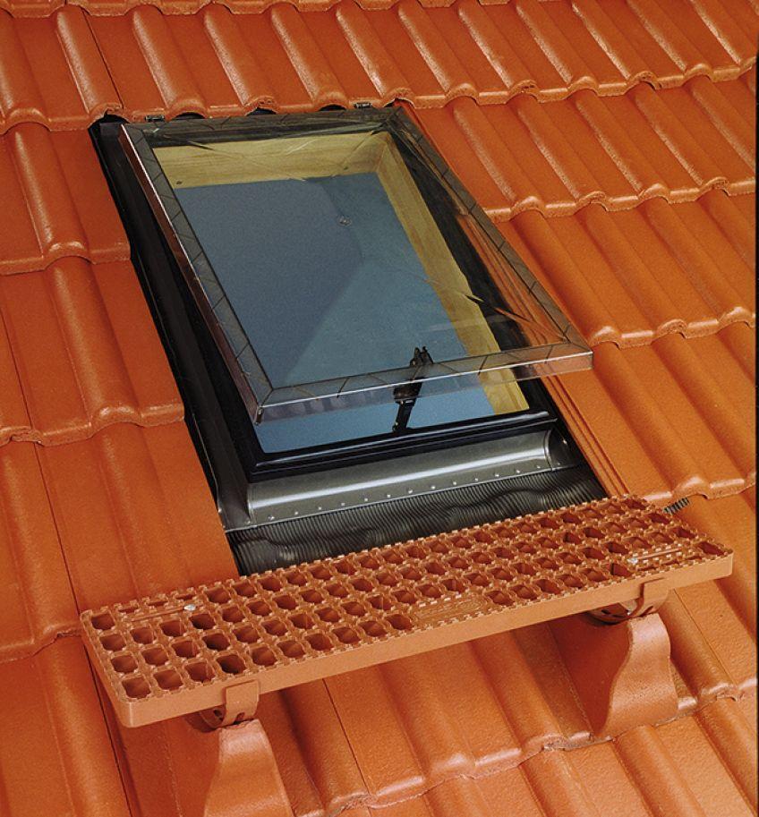 Caratteristiche di lucernari da tetto fakro for Finestre velux foto